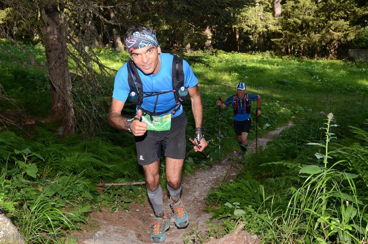 Photographe De Trail Running En Suisse : Sentier En Forêt Très Pentu