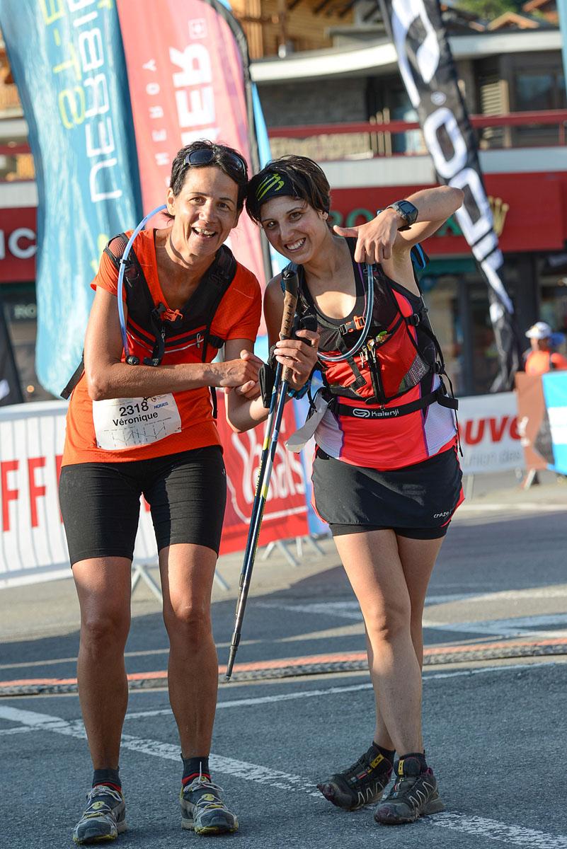 Photographe De Trail Running En Suisse : Deux Traileuses Finissent Leur TVSB Avec Le Sourire