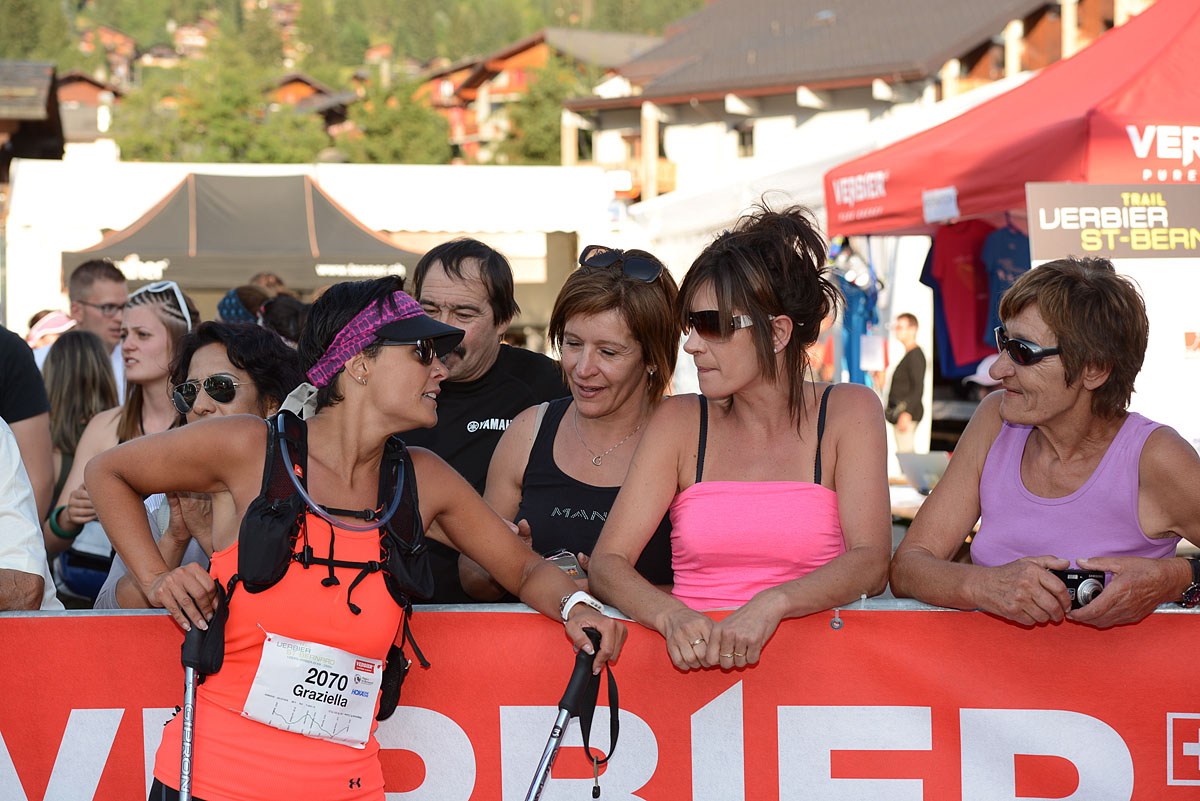 Photographe De Trail Running En Suisse : Réconfort à L'arrivée De La Course TVSB