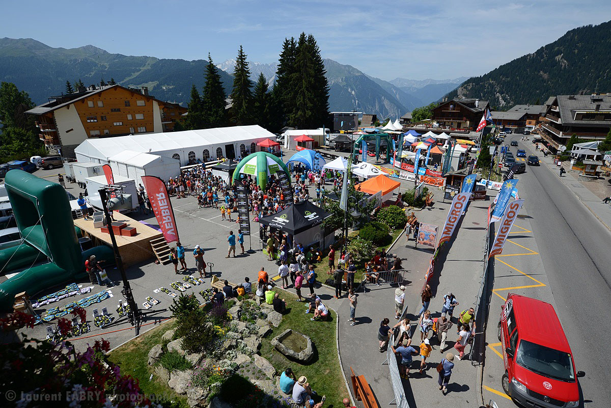 Photographe De Trail Running En Suisse : La Zone D'arrivée Du TVSB à Verbier