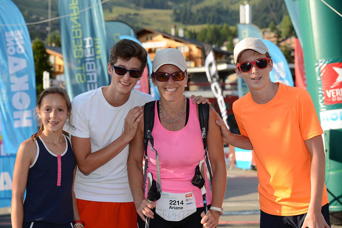 Photographe De Trail Running En Suisse : Pose à L'arrivée Du TVSB
