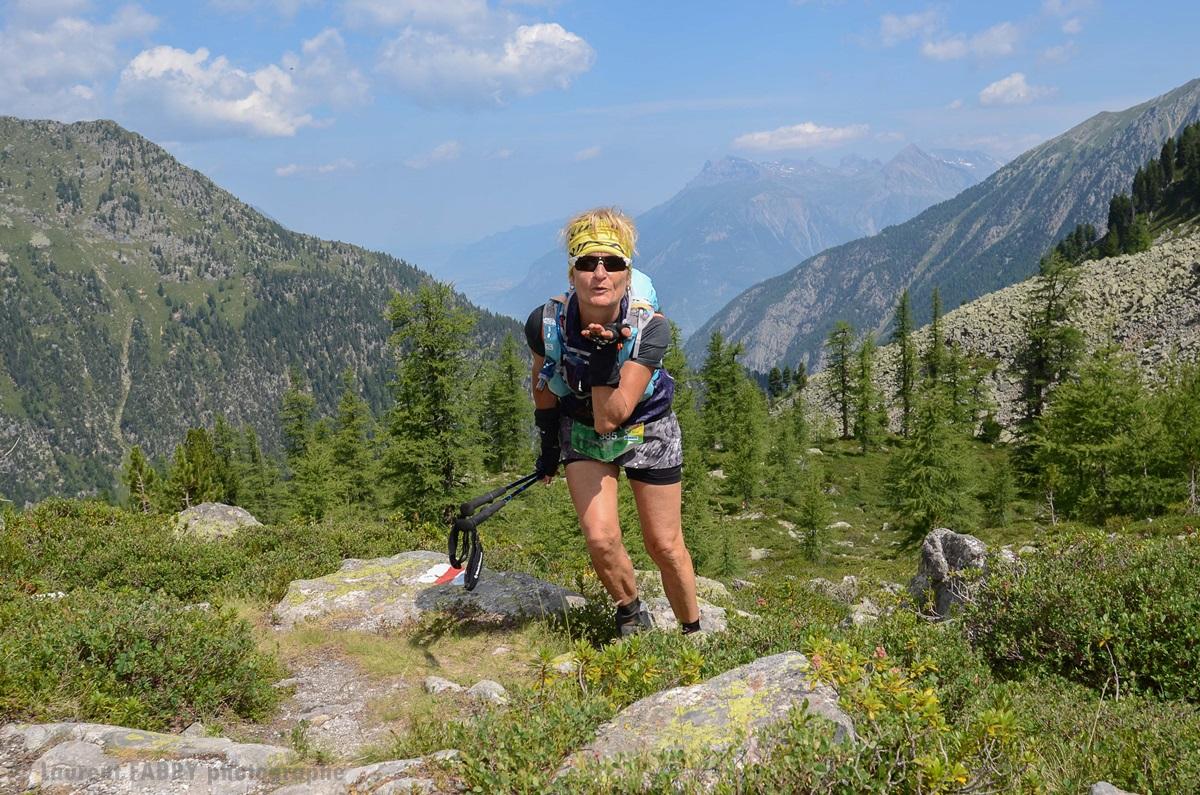 Photographe De Trail Running En Suisse : Baiser D'une Traileuse