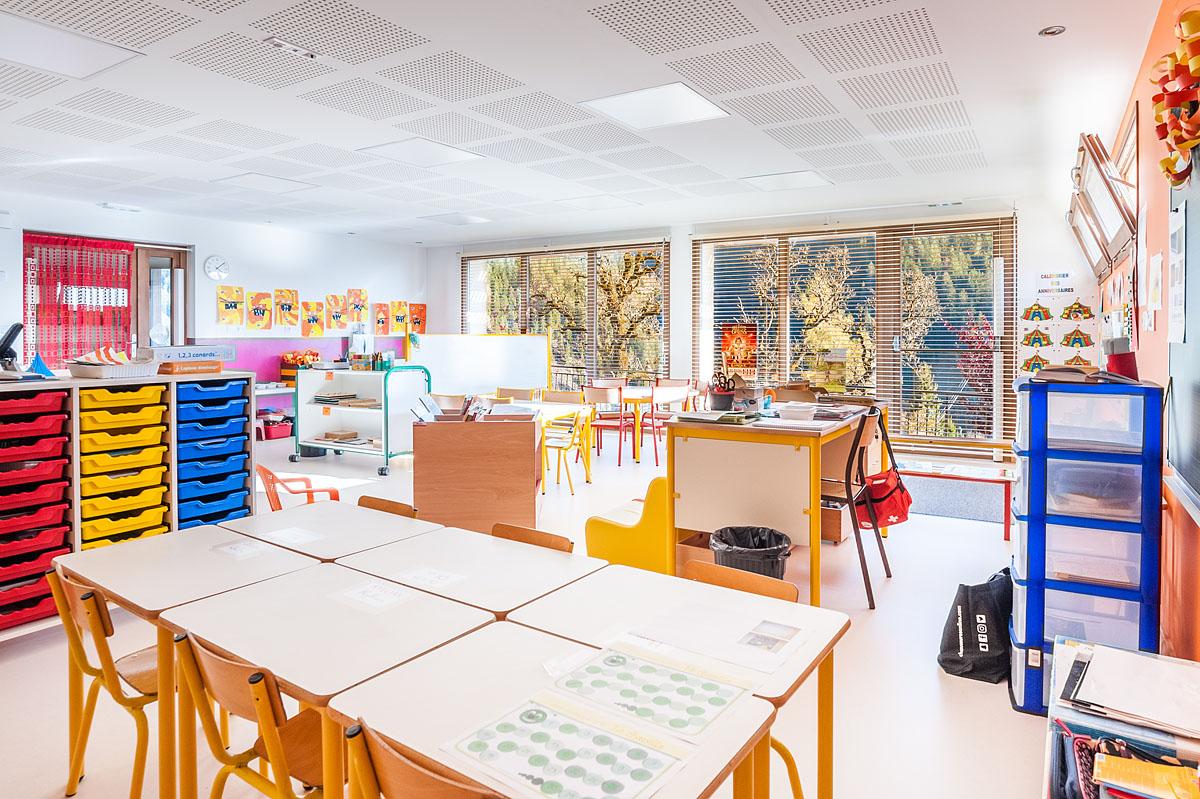 Photographe Architecture En Savoie Pour Une Collectivité : Salle De Classe Avec Une Vue Imprenable Sur La Nature