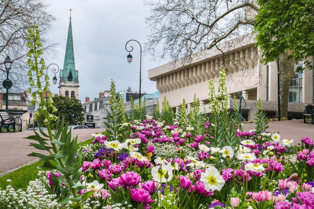 Photographe Urbanisme Pour Une Collectivité Dans Les Alpes (Aix-les-Bains) : Les Massifs De Fleurs Au Printemps Dans Les Jardins Du Parc Thermal