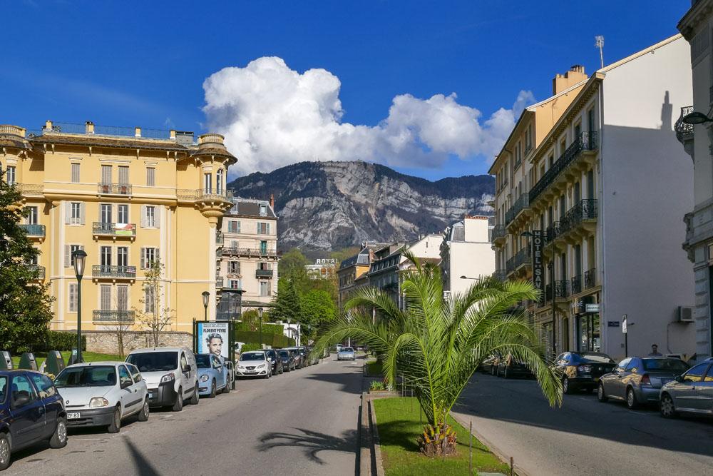 Photographe Urbanisme Pour Une Collectivité Dans Les Alpes (Aix-les-Bains) : L'avenue Charles De Gaule, Sous Le Mont Revard