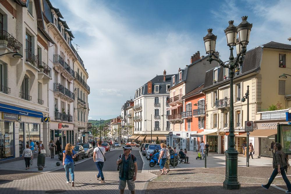 Photographe Urbanisme Pour Une Collectivité Dans Les Alpes (Aix-les-Bains) : Scene De Rue A L'intersection De La Rue De Geneve Et La Rue Du Casino