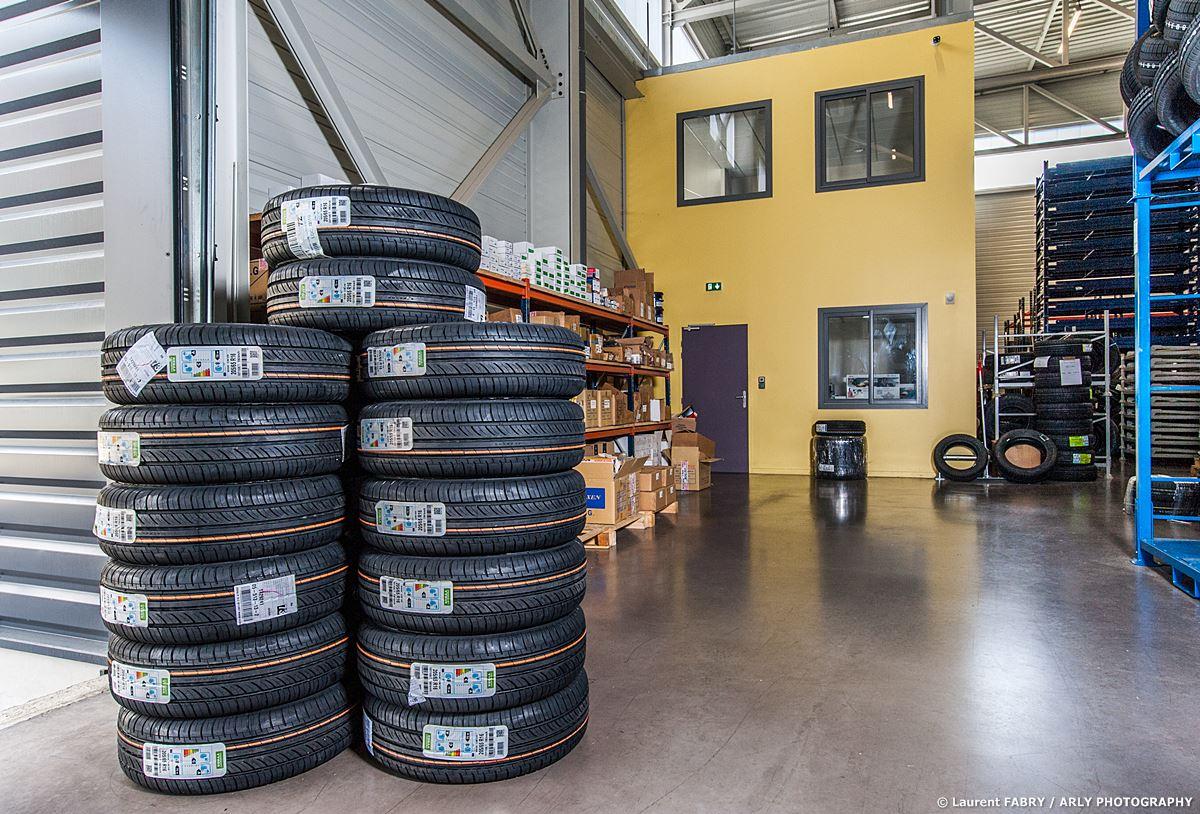 Photographe Industrie Automobile, Bureaux De Logistique De Pneus En Savoie