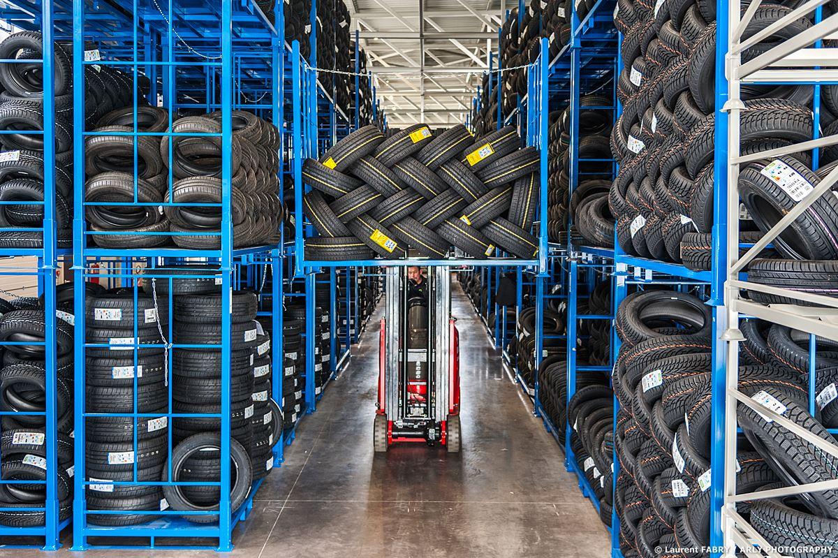 Photographe Industrie Automobile, Entrepôt De Logistique De Pneus En Savoie