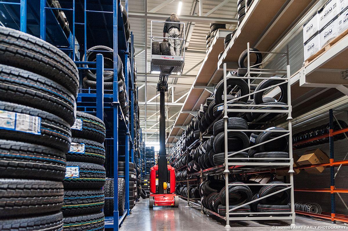 Photographe Industriel En Savoie, Chez Un Logisticien Du Pneu