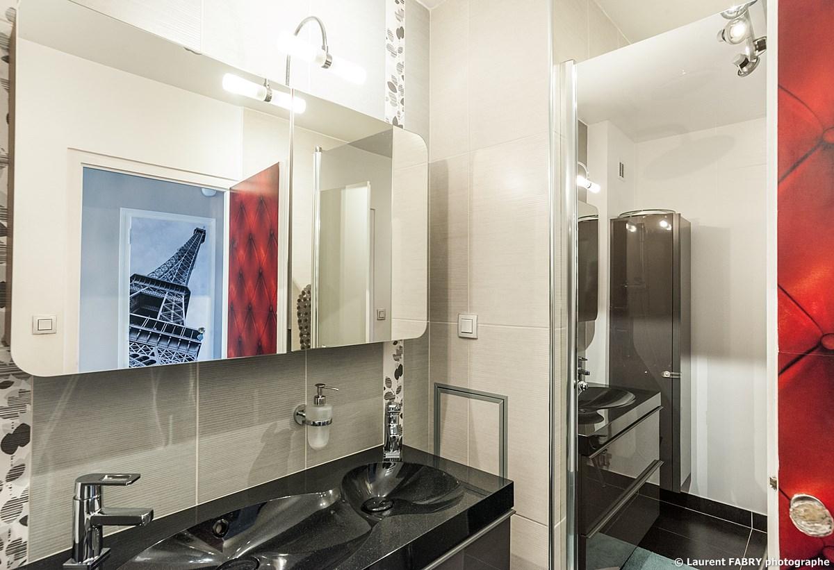 Photographe Immobilier Pour Un Appartement à Chambéry : La Salle De Bain Très Design