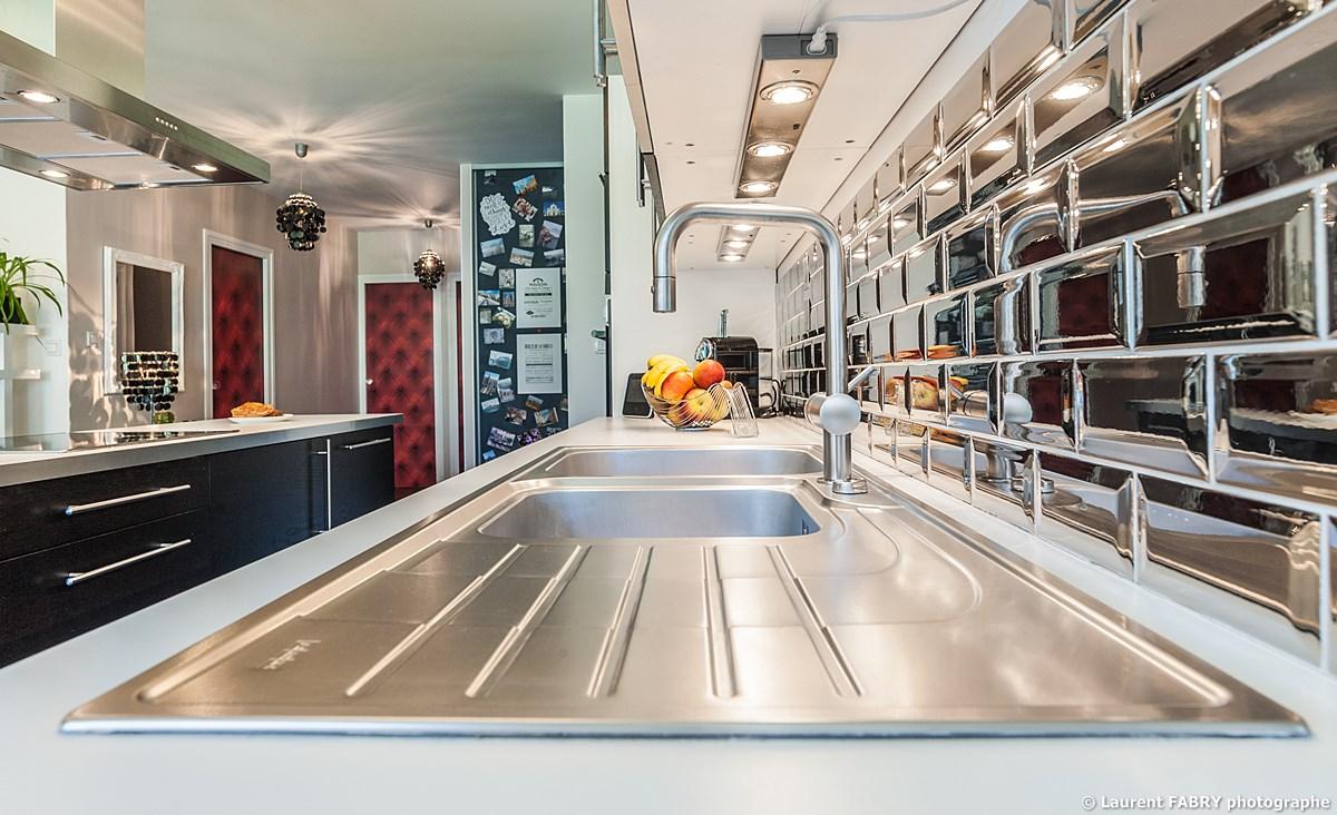 Photographe Immobilier Pour Un Appartement à Chambéry : Vue Sur L'évier