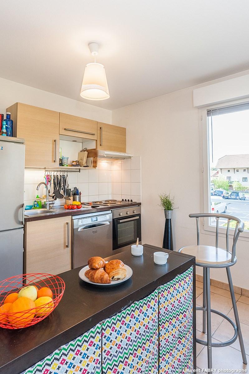 Photographe Immobilier Pour Un Appartement Près D'Annecy : Le Coin Cuisine Ouvert