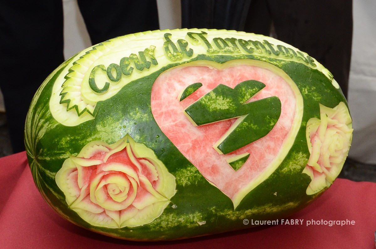 Photographe tourisme en Tarentaise : sculpture sur légumes et buffet lors des rencontres à Moûtiers