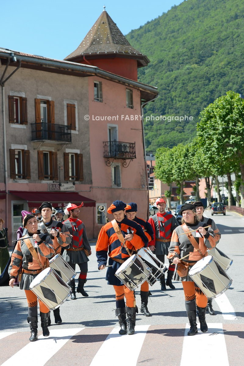 Photographe tourisme en Tarentaise : DéŽfiléŽ du carnaval de Verrès, ville italienne jumelŽée avec Možûtiers, avec la compagnie du Sarto