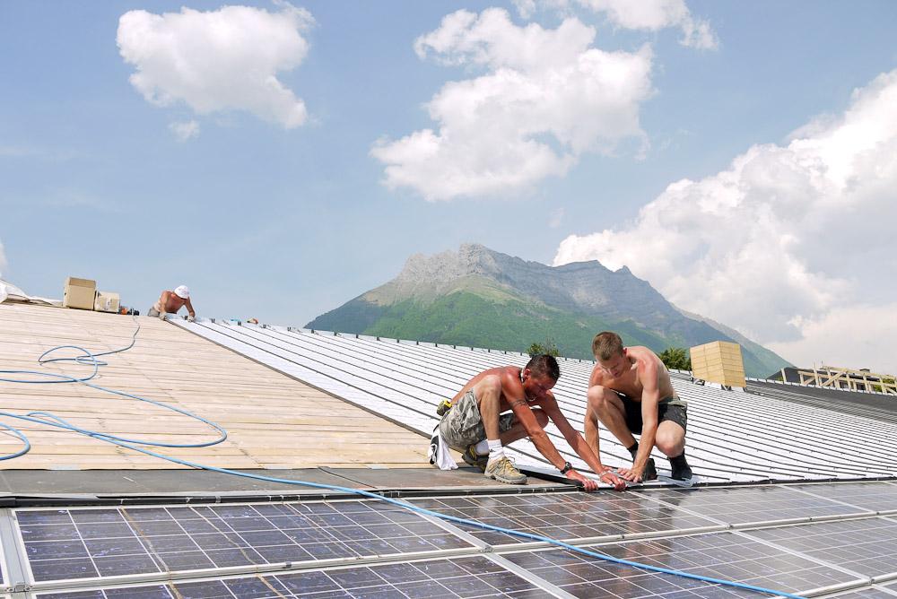 Photographe De Chantier En Combe De Savoie : à Saint-Pierre D'Albigny : Couverture Et Panneaux Solaires