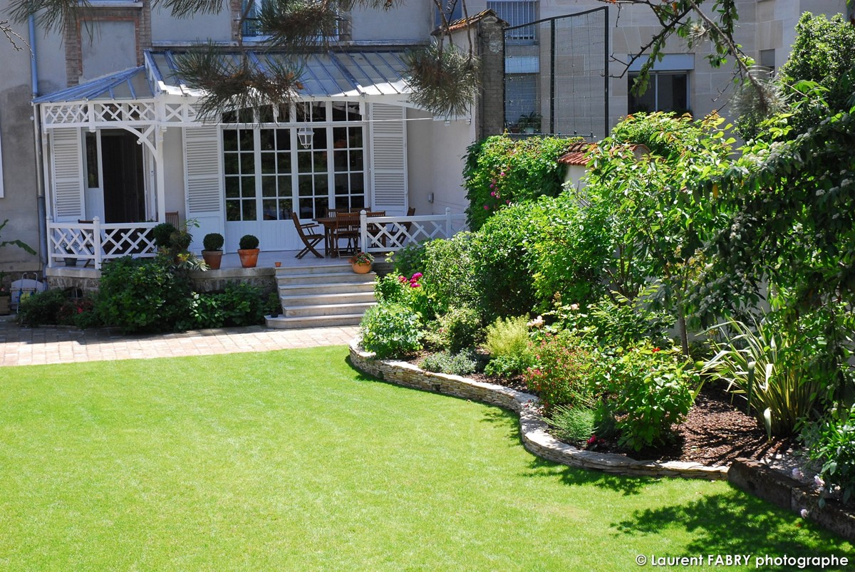 Photographe Architecte Paysagiste : Arrière De La Maison Et Son Jardin