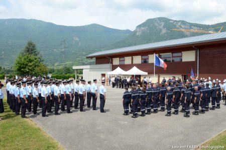 Toutes Les Brigades De Sapeurs Pompiers Sont En Rang Devant La Salle De La Treille à Saint-Pierre D'Albigny