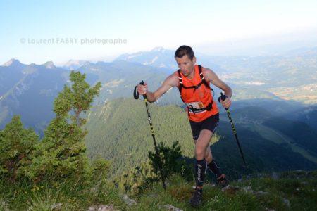 Photographe De Trail En Chartreuse : Un Coureur Du Grand Duc De Chartreuse Arrive Au Premier Sommet De La Course, La Cochette