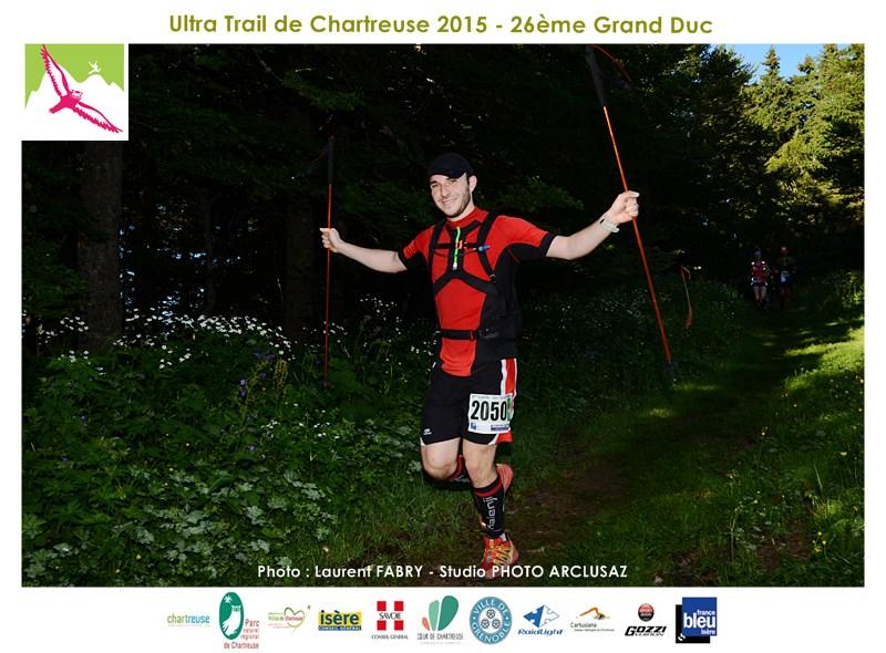 Photographe De Trail En Chartreuse : Un Coureur Du Trail Du Grand Duc De Chartreuse Dans La Forêt Entre La Cochette Et La Bruyère