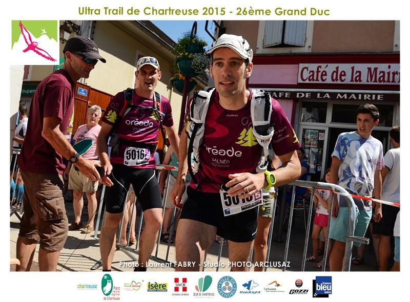 Photographe De Trail En Chartreuse : Passage De Relai Sur Le Trail Du Grand Duc à Saint-Laurent Du Pont