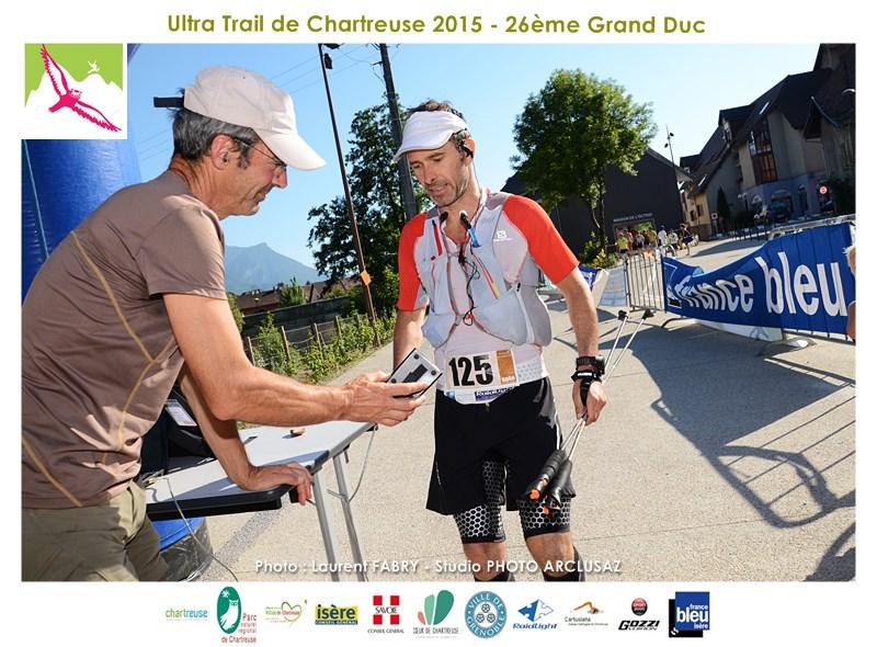 Photographe De Trail En Chartreuse : Pointage D'un Coureur à L'arrivée Du Trail Du Grand Duc De Chartreuse