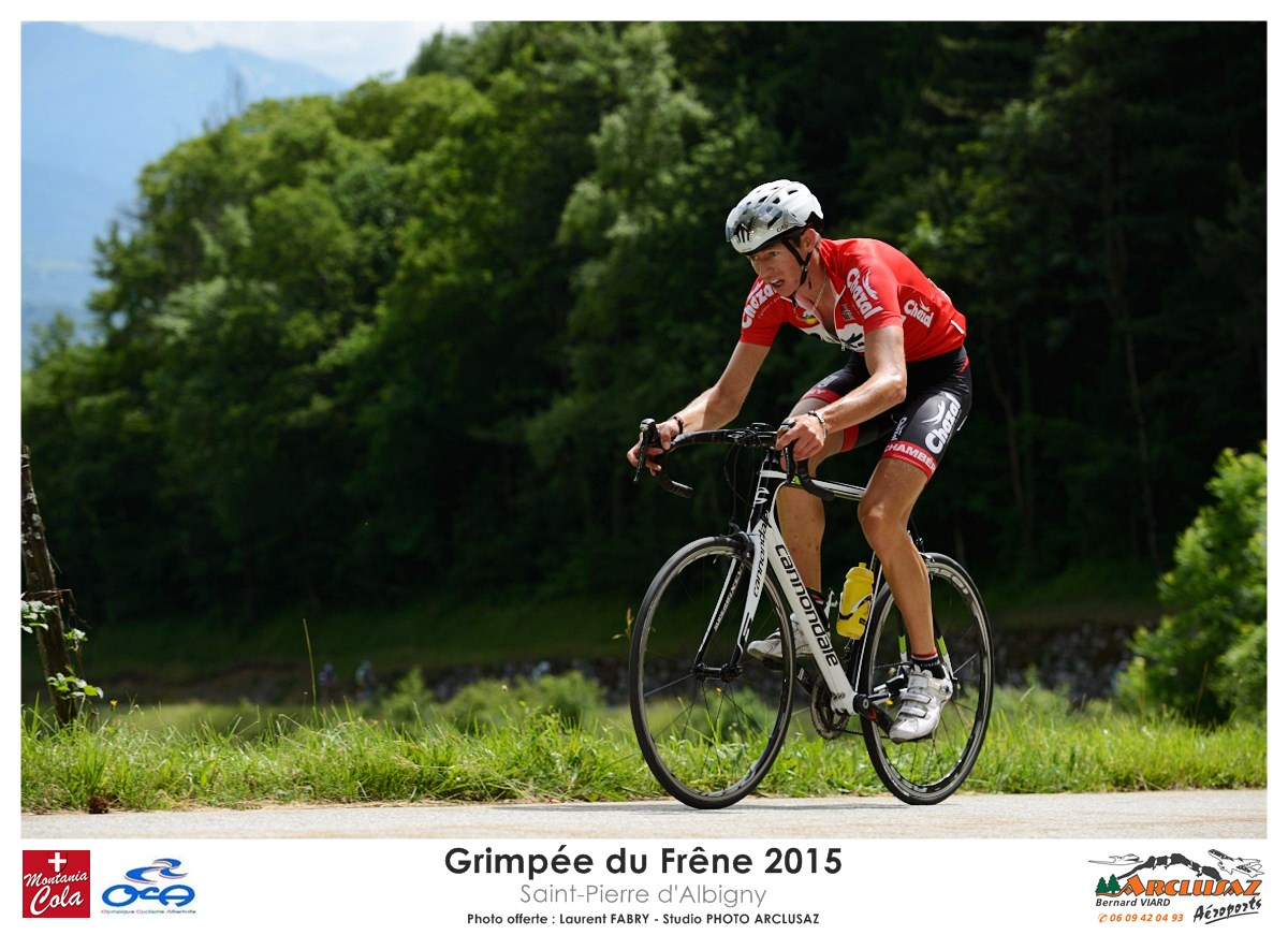 Photographe Cyclisme En Combe De Savoie : Le Poursuivant De La Grimpée Du Frêne