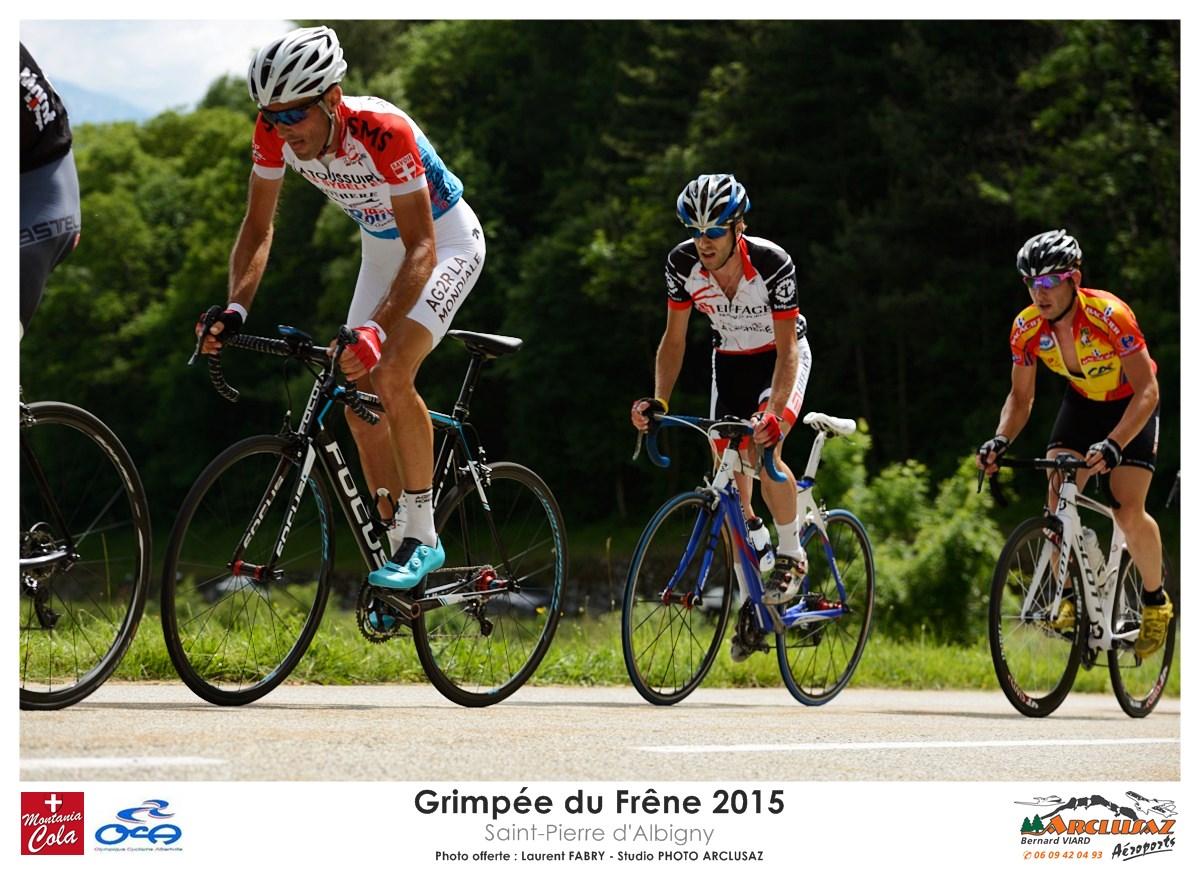 Photographe Cyclisme En Combe De Savoie : Beaucoup De Participants Se Disputent La Tête De La Course Sur La Grimpée Du Frêne à Saint-Pierre D'Albigny