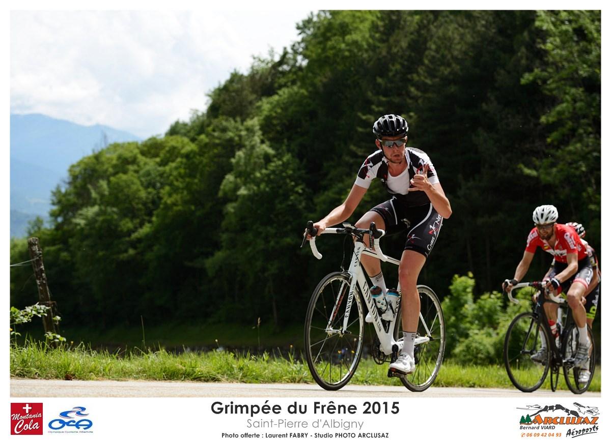 Photographe Cyclisme En Combe De Savoie : On Prend Le Temps De Faire La Photo Et De Sourire Au Photographe Sur La Grimpée Du Frêne, Savoie