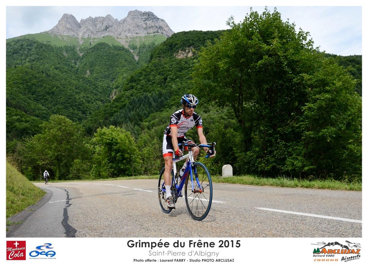 Photographe Cyclisme En Combe De Savoie : Un Coureur Redescend Après Avoir Participé à La Grimpée Du Frêne