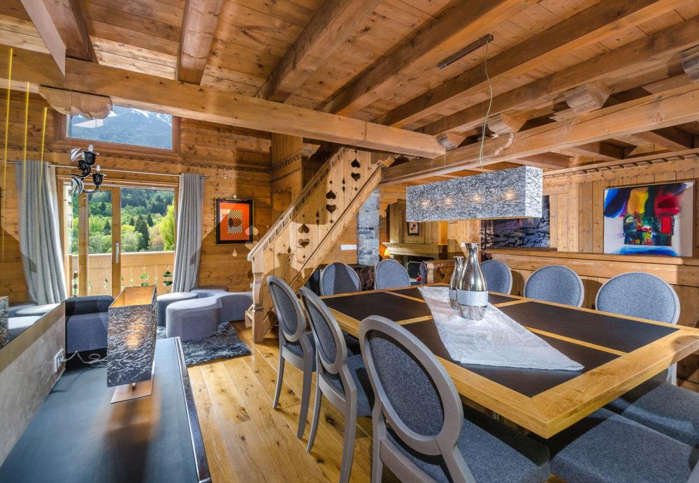 salle à manger dans un chalet de montagne