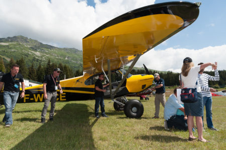 Photographe Tourisme Sur Un Meeting Aérien : Un Carbon Cub, Avion De Voltige, Sur L'alptiport De Méribel