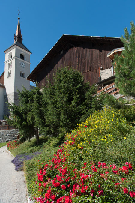Photographe Tourisme Sur Une Fête De Village En Savoie : église Du Village Des Allues