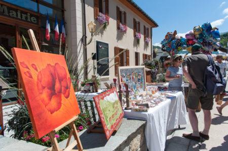 Photographe Tourisme Sur Une Fête De Village En Savoie : Expositions D'artistes Pendant La Fête De Village Des Allues En 2016