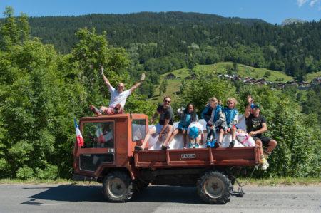 Photographe Tourisme Sur Une Fête De Village En Savoie : Défilé De Chars