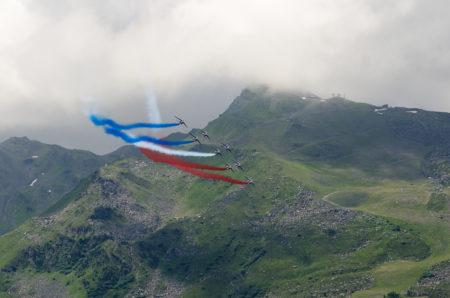 Photographe Tourisme Sur Un Meeting Aérien : Les Alphajets De La Patrouille De France Traversent Le Ciel De Méribel