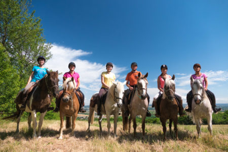 Photographe équestre En Auvergne Rhône Alpes : Reportage Avec Les Cavaliers De La Ferme Équestre Des Collines