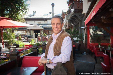 Julien Distel, Le Fils Du Célèbre Chanteur Français, Au Café Le Coeur De Megève