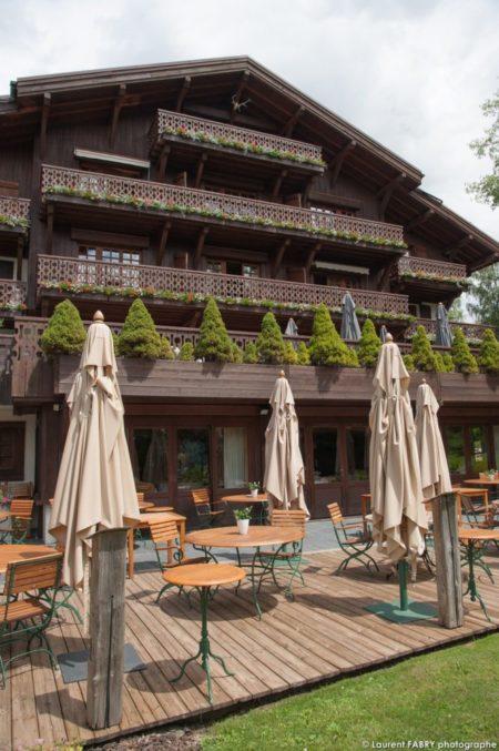 Photographe D'hôtel à Megève : Terrasse Du Chalet Du Mont D'Arbois, Hôtel 5 étoiles (groupe EDRH), à Megève, Haute Savoie