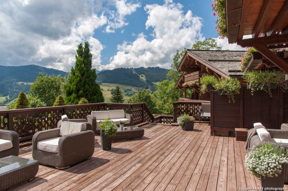 Photographe hôtellerie à Megève : Terrasse au Chalet du Mont d'Arbois, hôtel 5 étoiles (groupe EDRH)