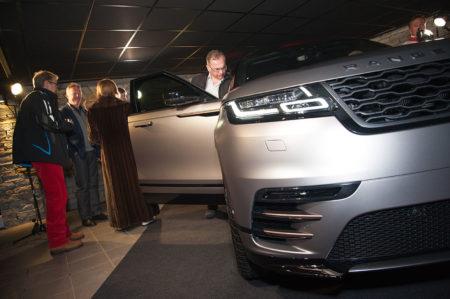 Photographe événementiel à Courchevel : Les Invités Découvrent Le Range Rover Velar