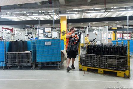 Photographe Industrie Dans Les Alpes En Maurienne : Pièces Fabriquées Par L'usine Pour L'industrie Automobile