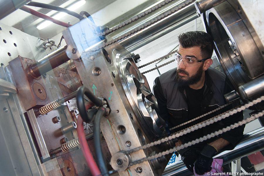 Photographe Industrie Dans Les Alpes En Maurienne : Entretien D'une Presse à Injecter