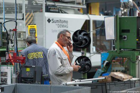 Photographe Industrie Dans Les Alpes En Maurienne : Technicien Superviseur En Dépannage Sur Une Ligne De Montage