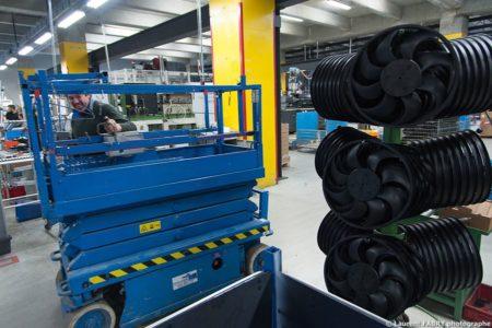 Photographe Industrie Dans Les Alpes En Maurienne : Pièces Fabriquées Pour L'industrie Auto Dans Une Usine