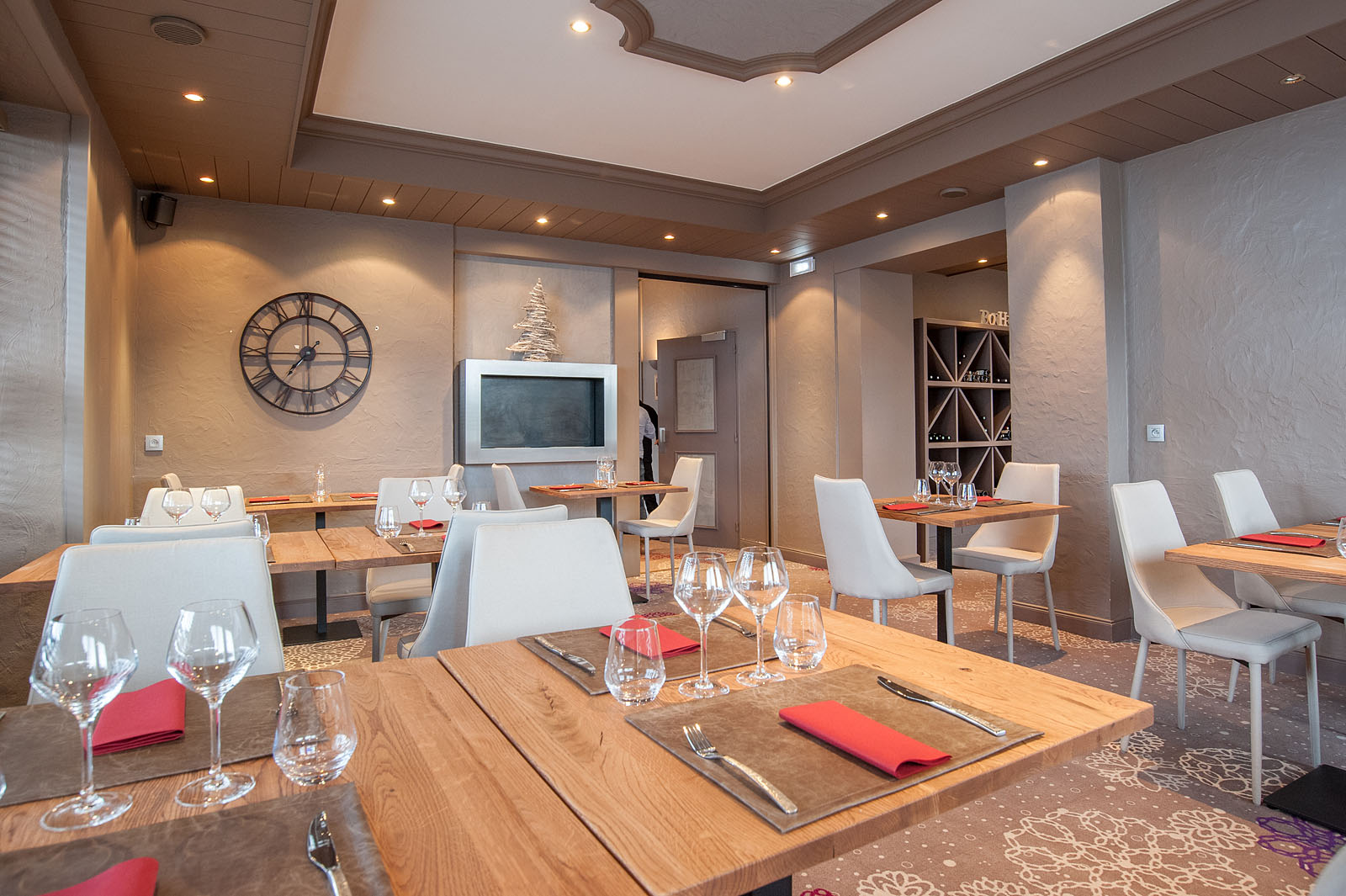 Photographe d'hôtel en Beaufortain : salle du restaurant de l'hôtel