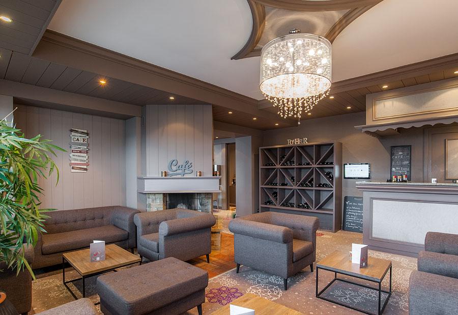 Photographe d'hôtel en Beaufortain : le bar lounge