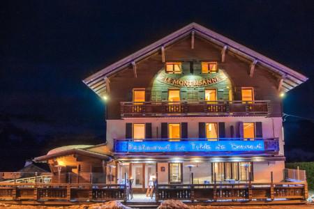 Photographe D'hôtel En Beaufortain : La Façade De L'hôtel Le Mont Bisanne