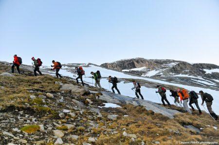 Photographe Outdoor Dans Les Alpes : La Cordée Avant Le Lever Du Jour