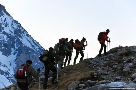 Photographe Outdoor Dans Les Alpes : La Cordée Dans L'ombre De La Grande Casse