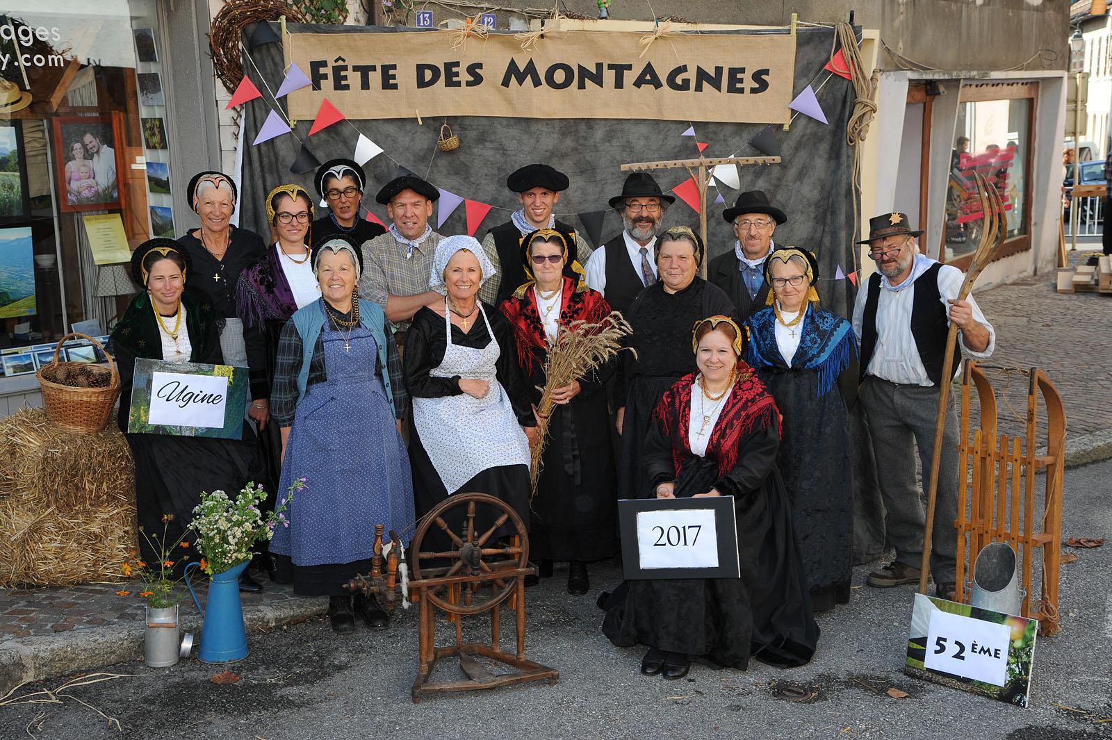 Photographe événementiel sur une fête des montagnes dans les Alpes : groupe folklorique de Tarentaise